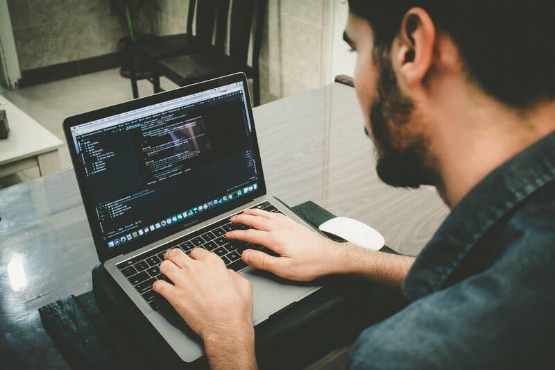 software-development-for-digital-nomads
