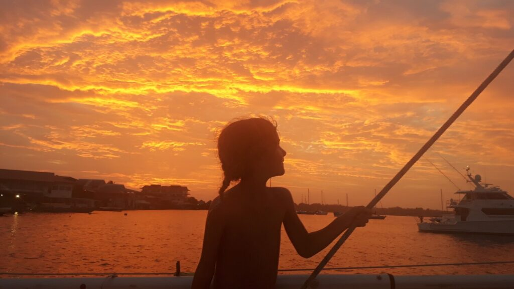 digital-nomad-family-sailing-across-the-world