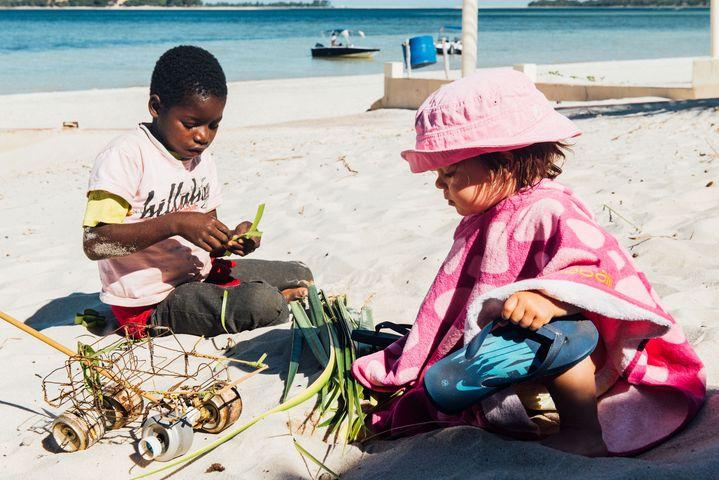 digital-nomad-kids-playing
