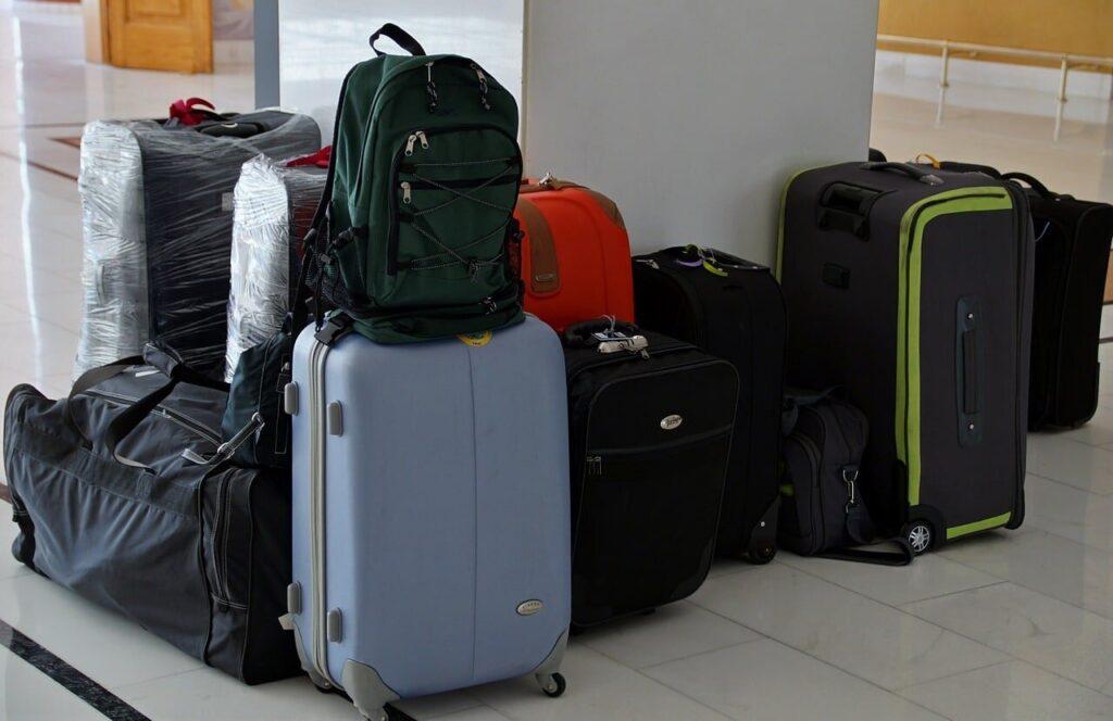 backpack-or-trolley-better-for-digital-nomads